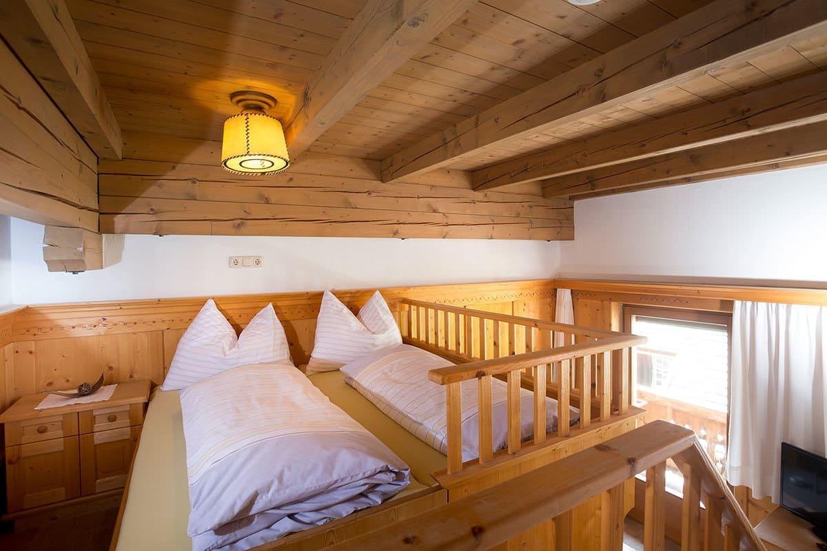 naturholz cool anika kiefer kommode trig massivholz bio naturholz with naturholz good eck. Black Bedroom Furniture Sets. Home Design Ideas